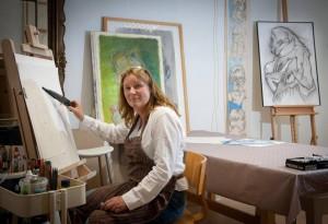 Petra in haar atelier